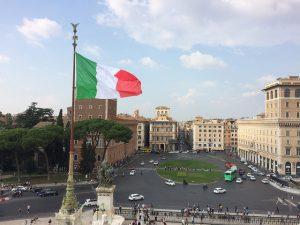 Piazza Venezia con in fondo Via del Corso - Italiano al Caffè