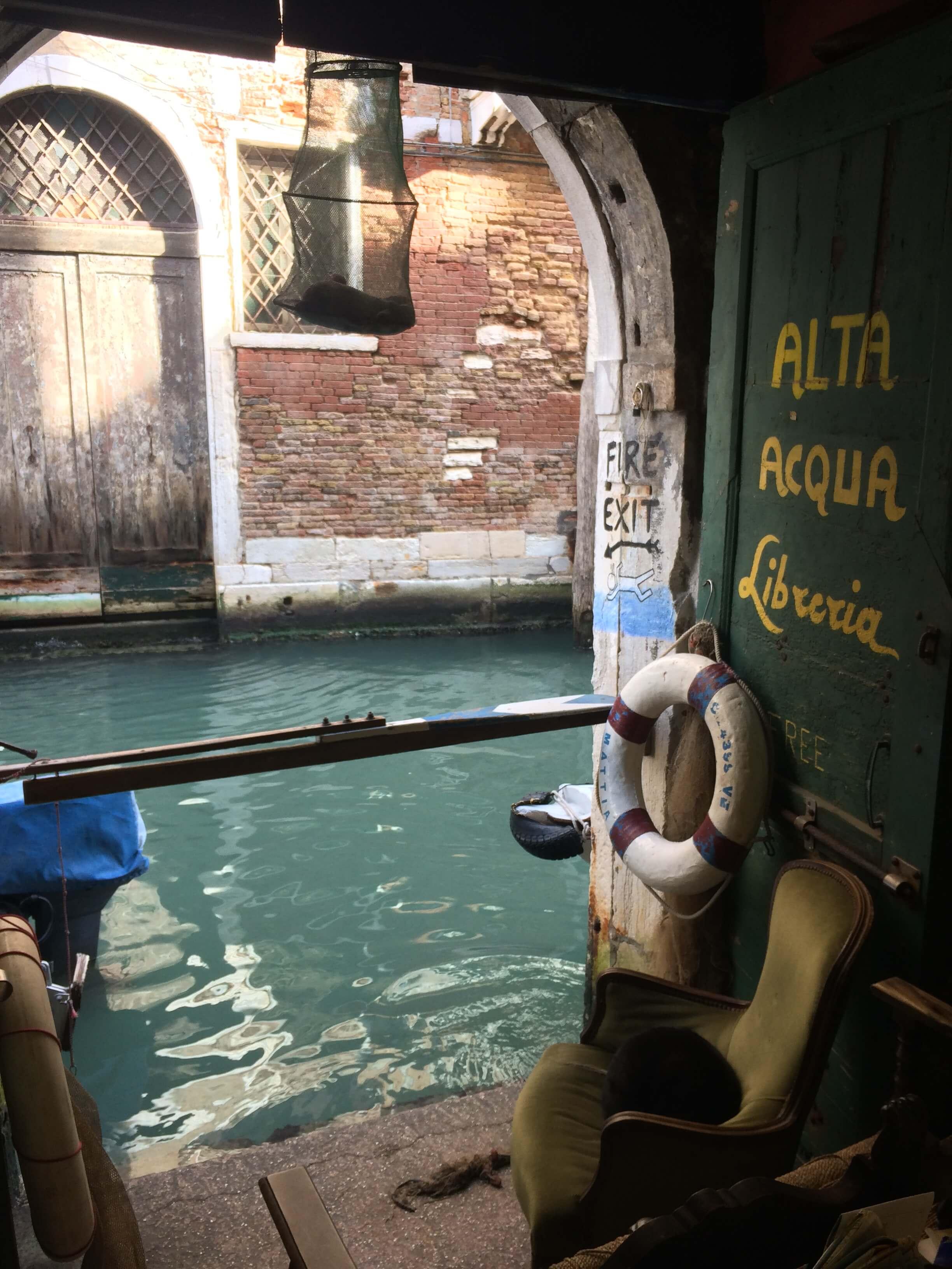 libreria acqua alta - venezia 6
