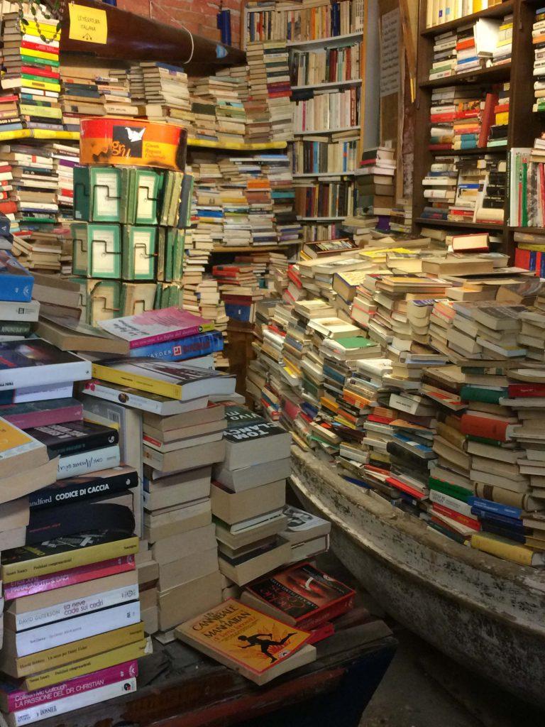 libreria acqua alta - venezia 8